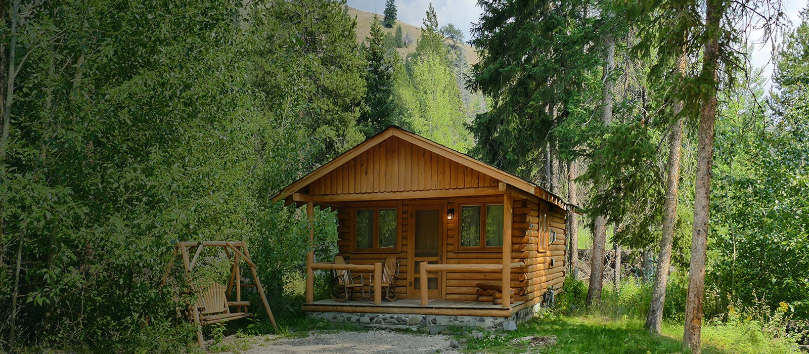 East Yellowstone Lodging