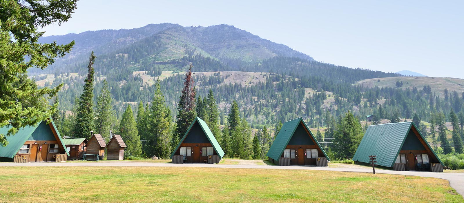 East Yellowstone Lodging Directory